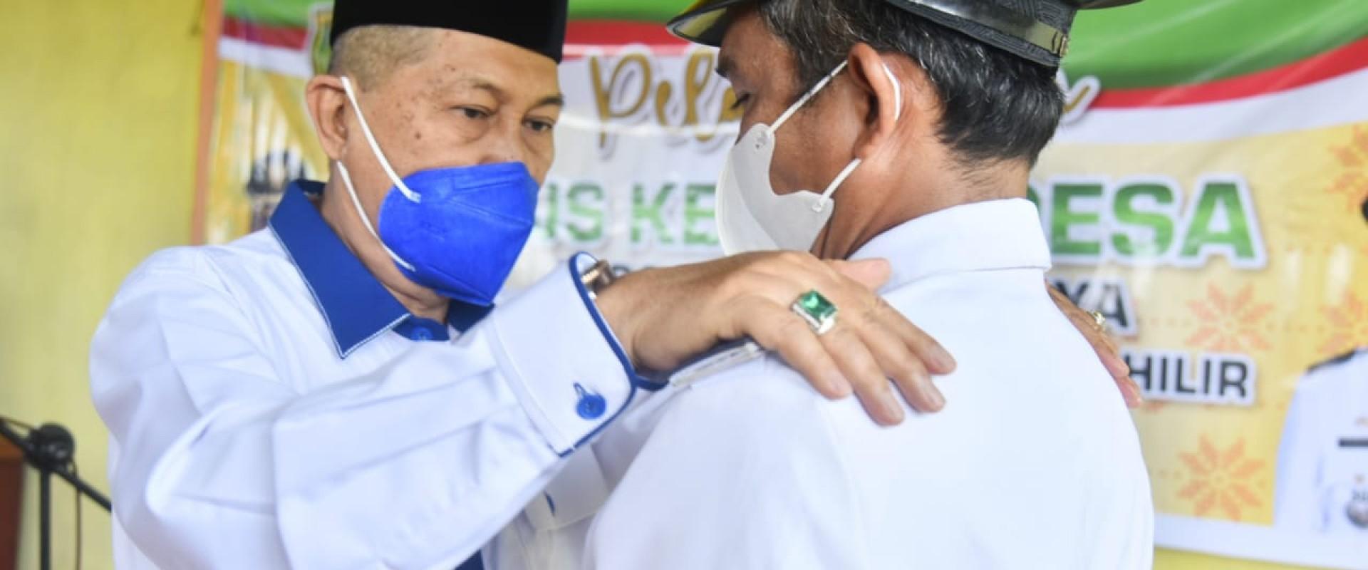 Wabup Inhil Lantik Penjabat Kepala Desa Tegalrejo Jaya