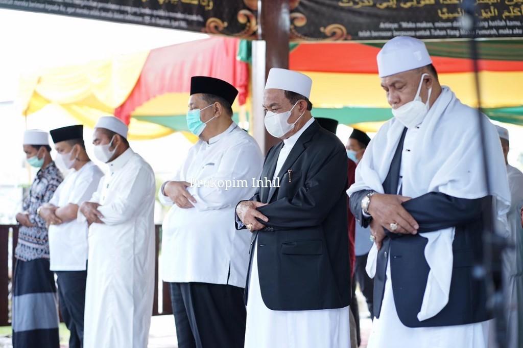 Laksanakan Shalat Idul Adha 1442 H di Pendopo, Bupati HM.Wardan, Sampaikan Berkurban Tidak Mesti Menuggu Kaya