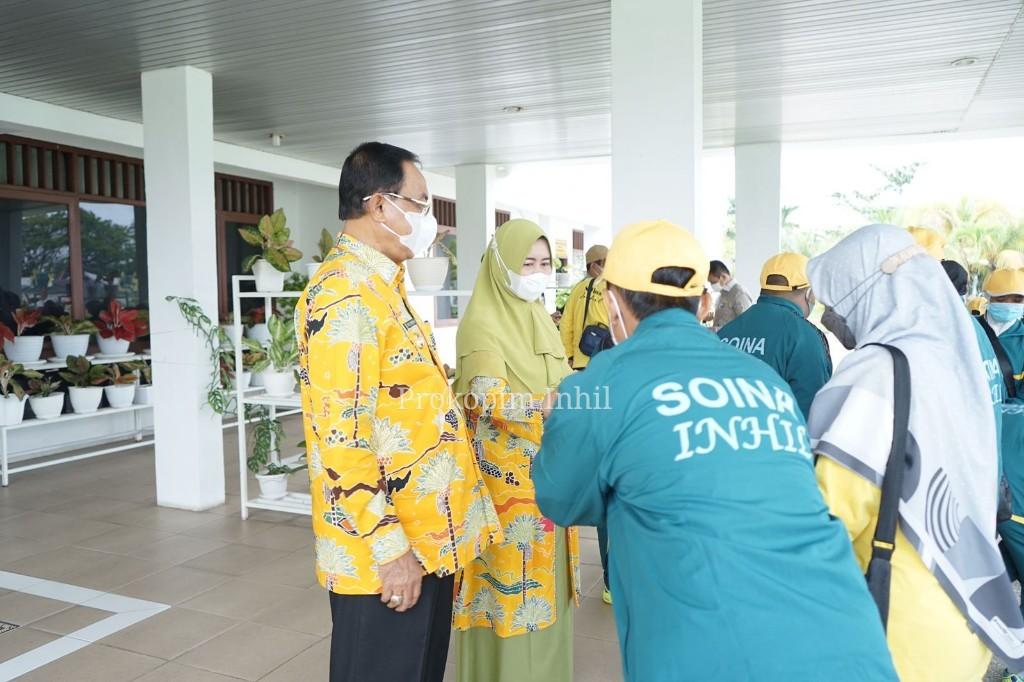 Bupati HM.Wardan didampingi Pembina Hj.Zulaikhah Wardan Lepas 8 Orang Atlet SOIna Inhil Ikuti Porda VI Riau TH 2021